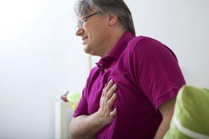 Боль в груди - еще один из симптомов