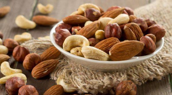 Ежедневное употребление орехов позволяет повысить либидо и улучшить качество сексуальной жизни