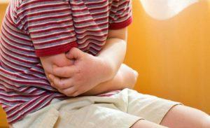 Живот у ребенка может болеть из-за развития язвы желудка