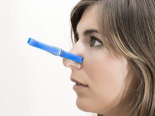 Заложенность носа без насморка может быть вызвана слишком сухим воздухом в помещении