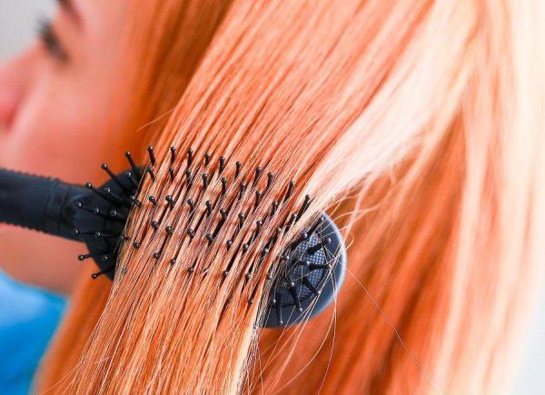 Осторожно используйте щетку для волос