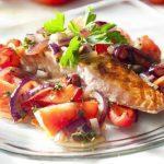 Рыба, тушенная в бульоне с овощами