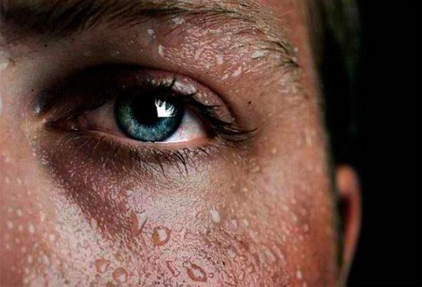 Это один из самых главных признаков туберкулезной инфекции - повышенная активность потовых желез