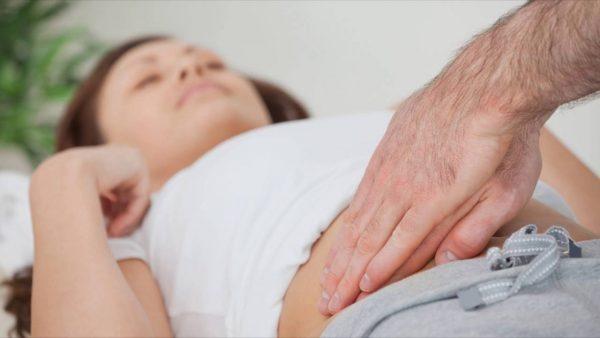 Боли в правом боку живота у женщин