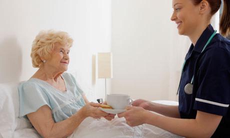 Питание после операции на кишечнике при онкологии: полезные и запрещенные продукты, основные правила диеты пациента, еда после операции
