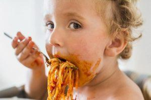 Есть много причин пищевого отравления у детей