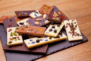 Шоколадные изделия (батончики, плитки)