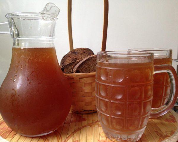 Квас — традиционный славянский кислый напиток, который готовят на основе брожения из муки и солода (ржаного, ячменного) или из сухого ржаного хлеба