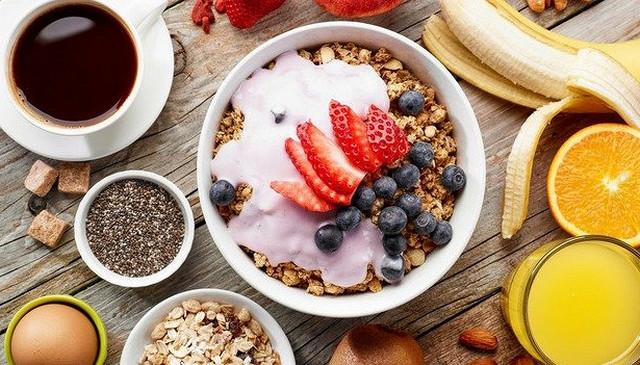 Чтобы не сталкиваться с гастритом и язвой, необходимо правильно питаться и исключить вредные привычки