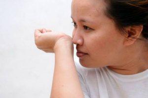 Можно самостоятельно провести тест на неприятный запах изо рта