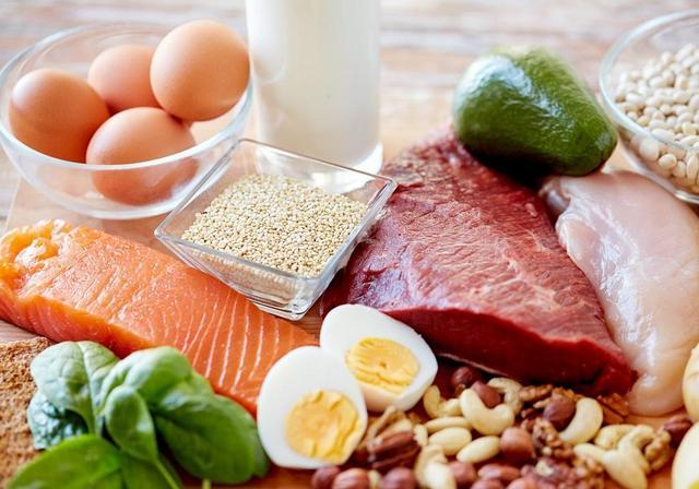 При гастрите и панкреатите лучше всего отдать предпочтение крупам и молочным продуктам, а также нежирным мясу и рыбе