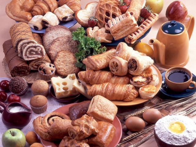 При соблюдении диеты придется отказаться от сладостей и мучных изделий