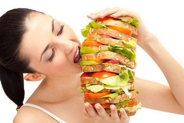 Из-за неправильного питания люди нередко сталкиваются с болью в животе