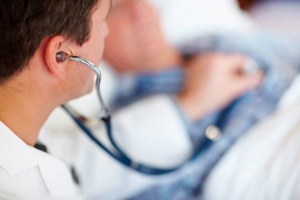 Многие хронические патологии дают о себе знать через боль в подреберье