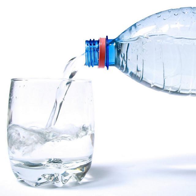Важно пить много жидкости – тогда неприятного запаха не возникнет