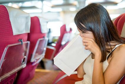 Вестибулярный аппарат получает такое сильное воздействие, что возникает ощущение тошноты, и очень часто рвота