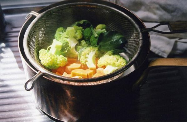 Все блюда необходимо готовить на пару – особенно это касается мяса, рыбы и овощей