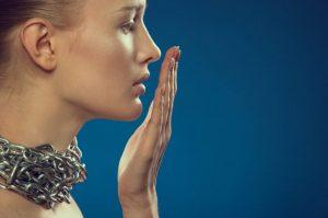 Есть много причин неприятного запаха изо рта