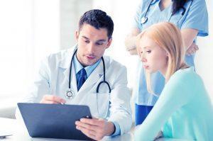 Для начала больному необходимо обратиться к терапевту, который после первичного обследования направит к врачу с более узкой специализацией