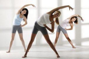 Перед тренировкой нужно сделать разминку – это поможет избежать болей