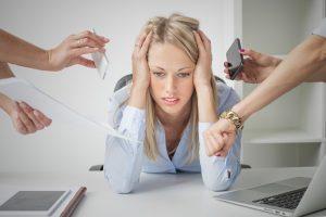 Продолжительный стресс является одной из причин появления колик