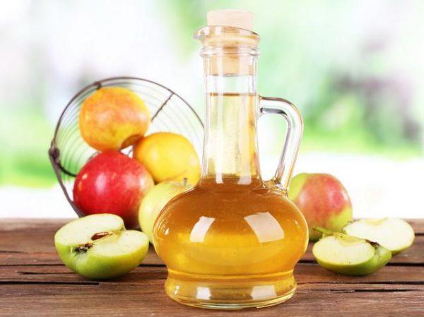 Яблочный уксус полезен для избавления от гастрита, но его нужно принимать с осторожностью