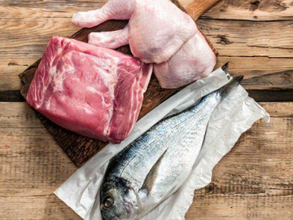 Отдайте предпочтение нежирным сортам мяса и рыбе