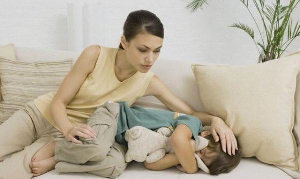У ребенка болит правый бок