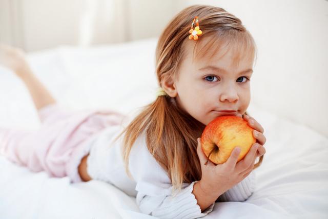 Чтобы избавить малыша от дискомфорта, стоит тщательно контролировать его рацион