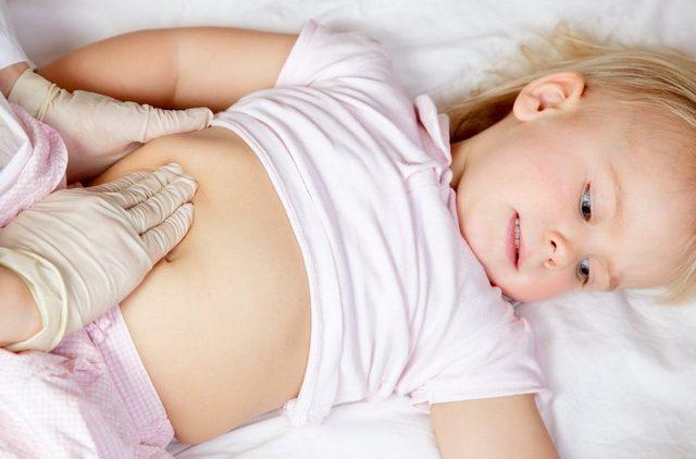 Аппендицит у ребенка проявляется очень остро, поэтому нельзя медлить с обращением к специалисту
