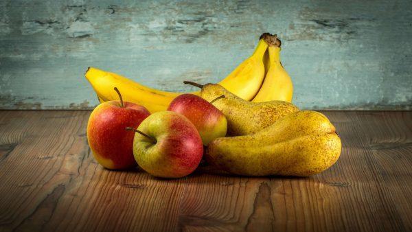 Ребенку во время болезни разрешены яблоки, груши и бананы