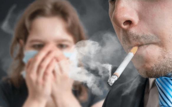Часто мужчины срываются, выкуривая очередную последнюю сигарету