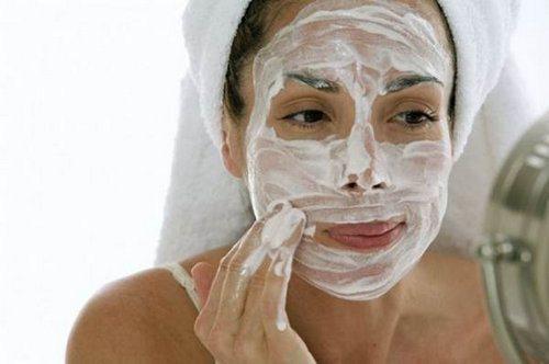Если кожа реагирует негативно, не стоит продолжать использование средств с содой