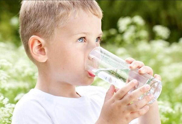 Не забудьте дать ребенку выпить много жидкости