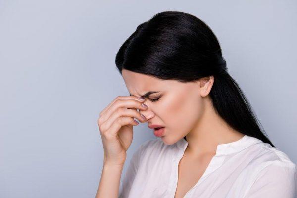 Боль в крыльях носа - один из симптомов кисты