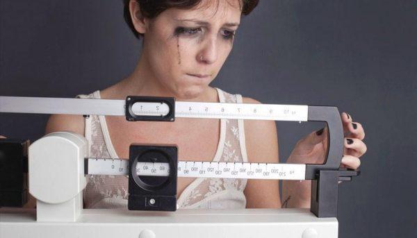 Для булимии характерна излишняя зависимость самооценки от фигуры и массы тела