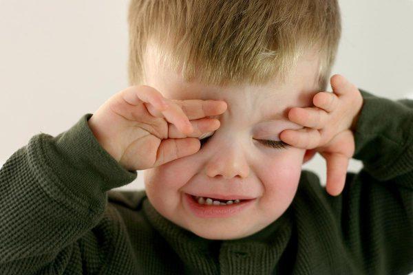 В организме ребёнка, как и у взрослого, присутствуют и полезные, и условно-патогенные микроорганизмы, которые могут ухудшить его самочувствие