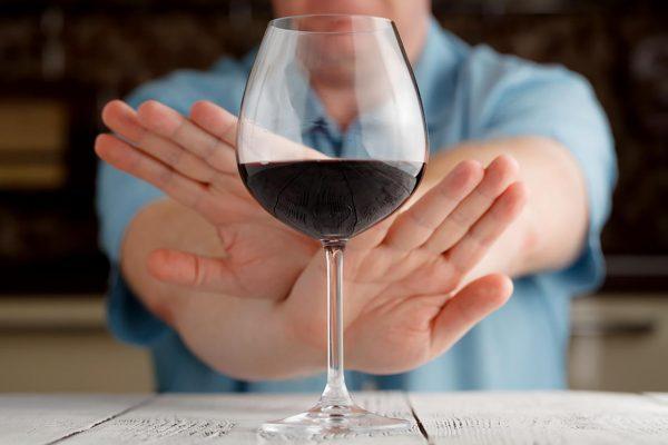 Употребление алкогольных напитков накануне колоноскопии – важное противопоказание для проведения процедуры!