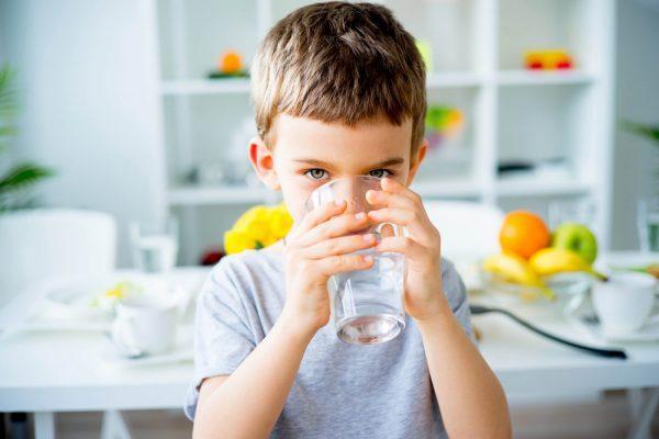 За два-три дня до процедуры следует больше и чаще давать ребёнку пить – это поспособствует уменьшению процессов брожения в желудке и размягчит каловые массы