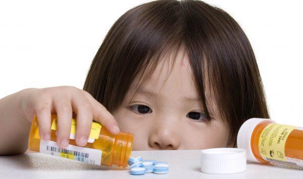 Использование любых препаратов при лечении детей должно быть очень осторожным и проходить под наблюдением врача