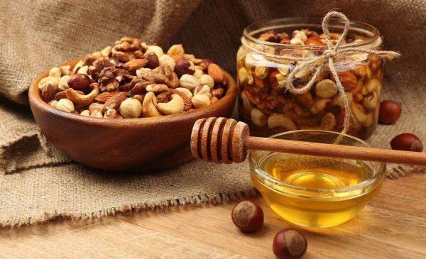Мед с разными орехами