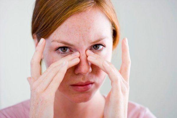 Может беспокоить ощущение заложенности носа или ощущение присутствия постороннего предмета в носу