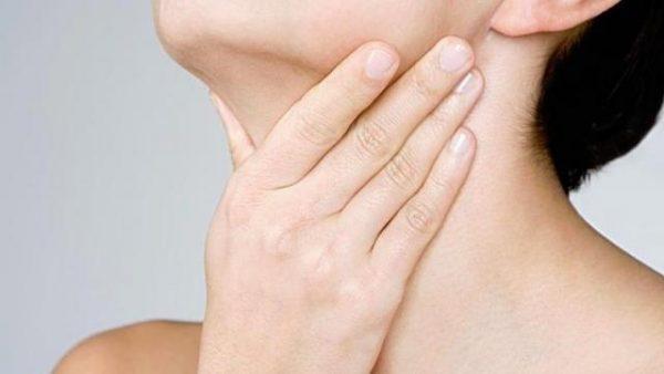 Ощущение кома в горле, трудно есть и пить