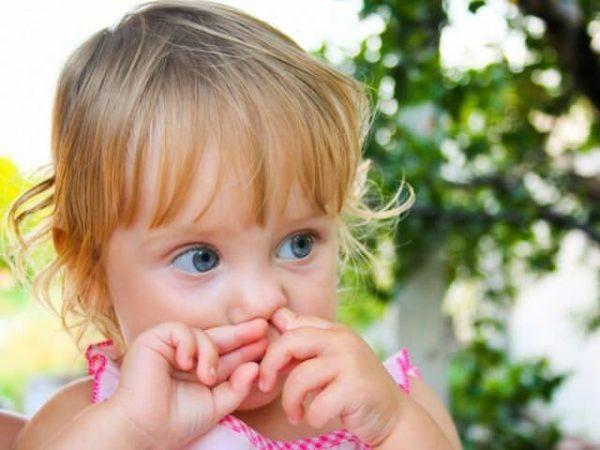 Отучите ребенка очищать нос подобным образом