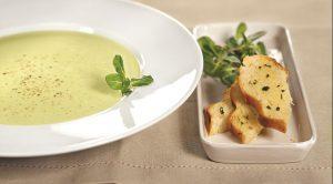 Овощной крем-суп с хлебцами