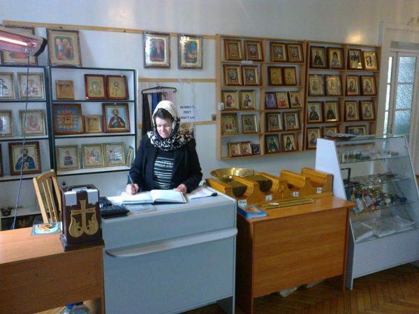 Уточняйте наличие чая в церковных лавках