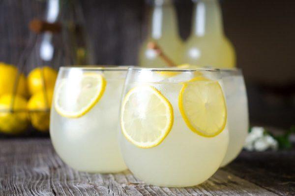 Вода с солью и лимонным соком