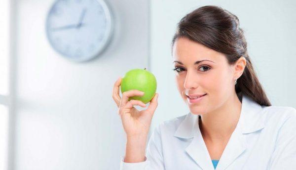 Врач-диетолог поможет скорректировать рацион