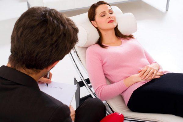 Выявив признаки булимии, врач решит, насколько в данной конкретной ситуации пациенту необходима госпитализация