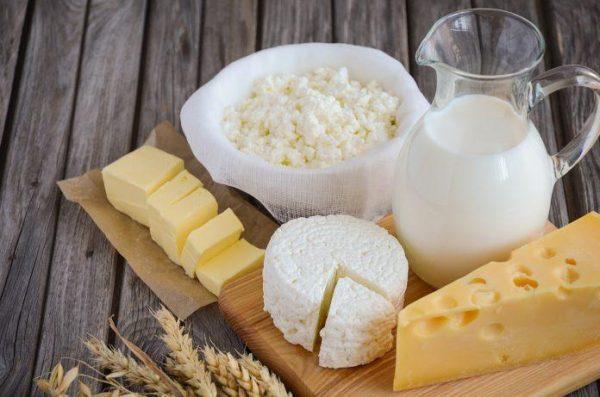 Жирное молоко, сливочное масло, жирные сорта сыра и творог